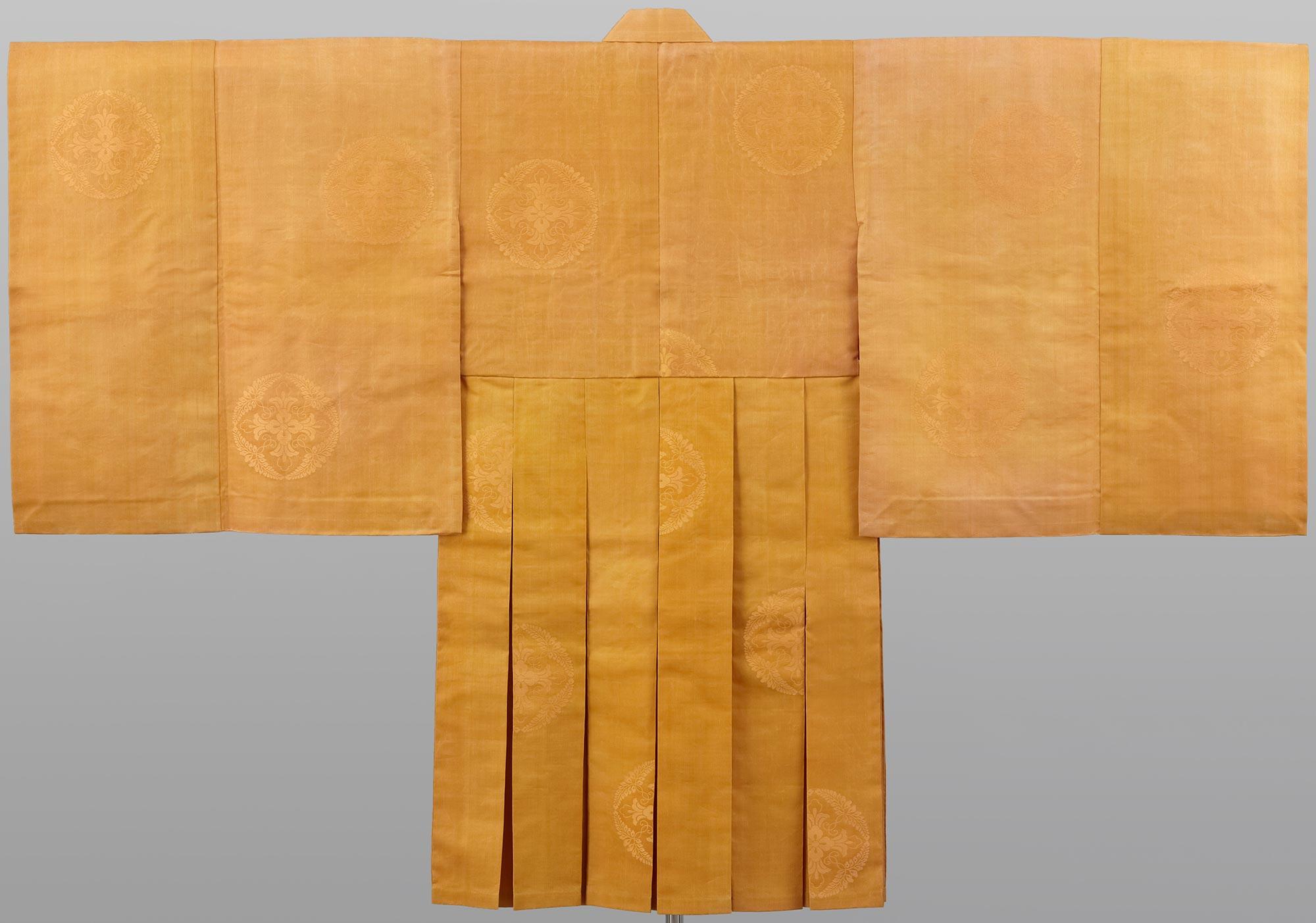 黄朽葉色八藤遠紋道服 / 弘化4(1847)年